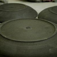 ろくろ挽きの大皿