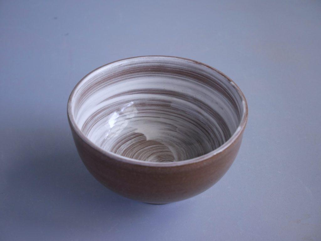 白化粧刷毛目茶碗
