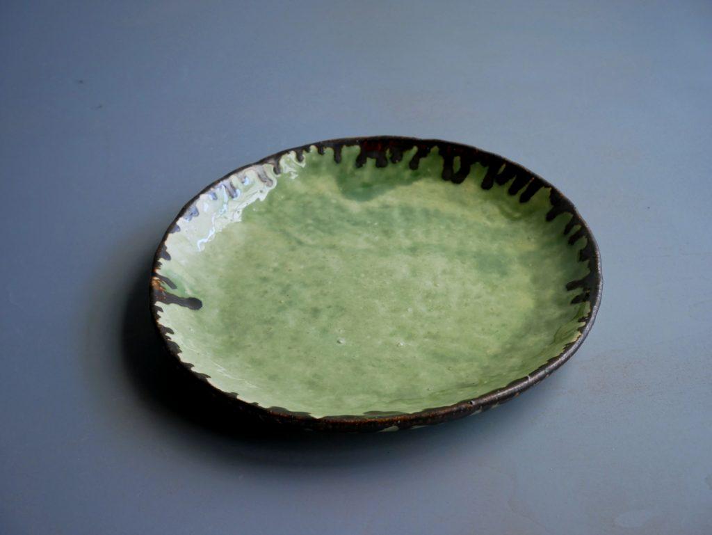 手びねり緑釉皿